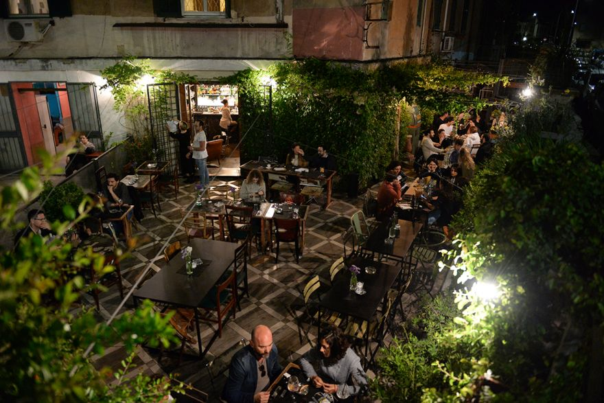 cortile-roma-locale-all-aperto-garbatella-latteria_international_bar
